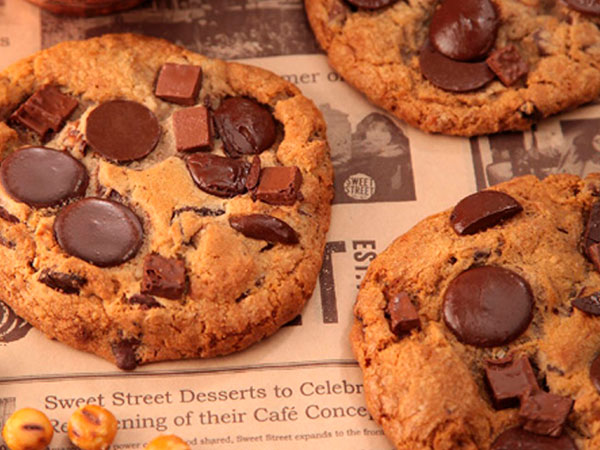 CHOCOLATE CHUNK COOKIE thumbnail